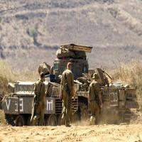 دبابات إسرائيلية تقصف مواقع لـحزب الله بسوريا