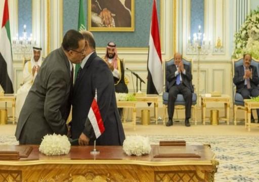 وزير يمني يكشف سبب تأخر عودة رئيس الحكومة إلى عدن