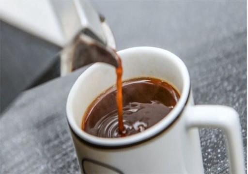 تلغراف: كوب من القهوة يقلل خطر تعثر كبار السن خلال السير
