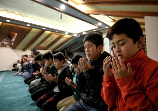 معاناة أطفال من الأويغور لجأوا الى تركيا بعد أن حرموا أهلهم في الصين