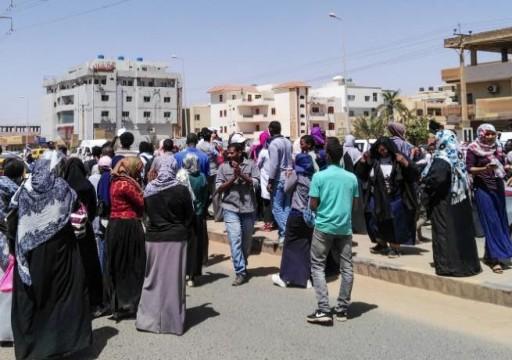 إصابة متظاهرين خلال محاولة الأمن السوداني فض اعتصام تنحي البشير