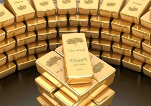 أسعار الذهب تتراجع عالمياً وتتجه لتسجيل خسائر أسبوعية
