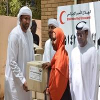 الهلال الأحمر يوزع مساعدات للأطفال والأرامل في درمان السودانية