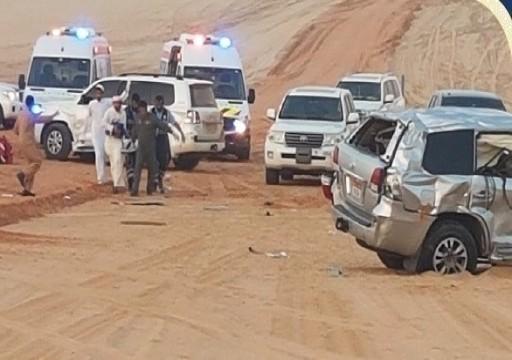 أبوظبي..  إنقاذ مواطنين جواً أصيبا في حادث مروري في مزارع الوثبة