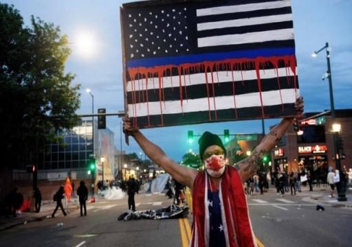 تايم: مقتل فلويد كشفعن مظالم السود ووحشية الشرطة الأمريكية