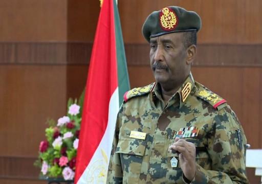 تقرير يكشف: البرهان يزود حفتر بالأسلحة ضمن صفقة تمولها الإمارات