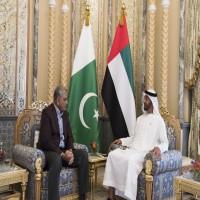 ولي عهد أبوظبي وقائد الجيش الباكستاني يبحثان التعاون المشترك