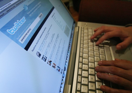 فيسبوك وتويتر تصعدان حربهما ضد المعلومات المضللة عن الانتخابات الأمريكية