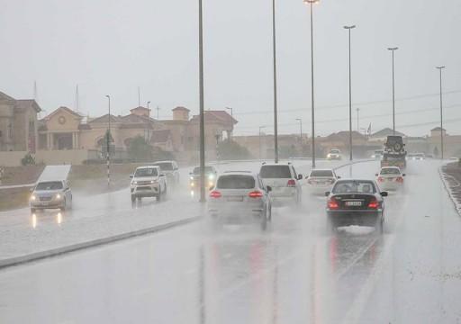 أمطار غزيرة ومتوسطة على الدولة وتوقعات باستمرارها اليوم وغداً