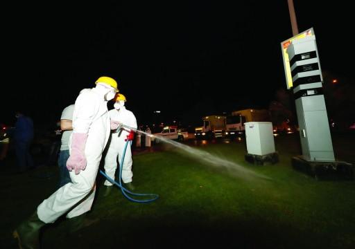 دبي تعقم الشوارع بعد وفاة حالتين بفيروس كورونا