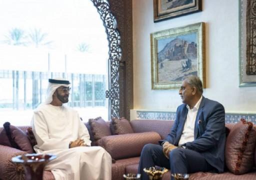 محمد بن زايد يلتقي قائد الجيش الباكستاني في أبوظبي