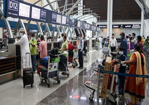 سلطنة عمان ترفع قيود الانتقال بين المحافظات وتقلص ساعات حظر التجول