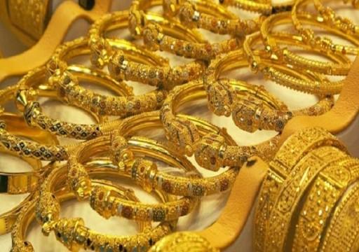أسعار الذهب ترتفع بفعل تراجع الدولار وتحوط نهاية العام