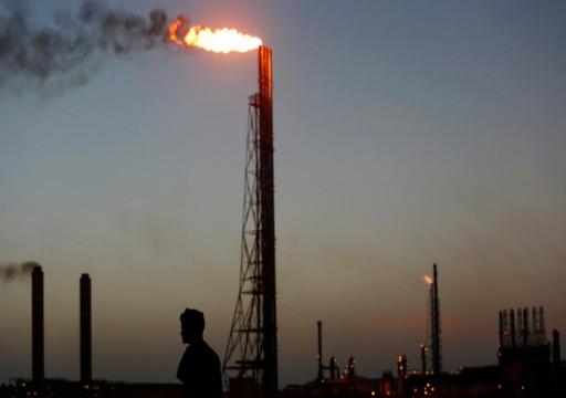 النفط يهوي 25% بفعل حرب الأسعار بين السعودية وروسيا