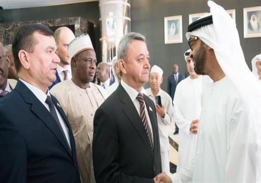 محمد بن زايد يستقبل وفد رؤساء وأعضاء البرلمانات الإقليمية والدولية