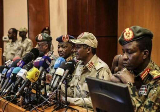 السودان.. المجلس العسكري يطلق سراح 3 من رموز نظام البشير