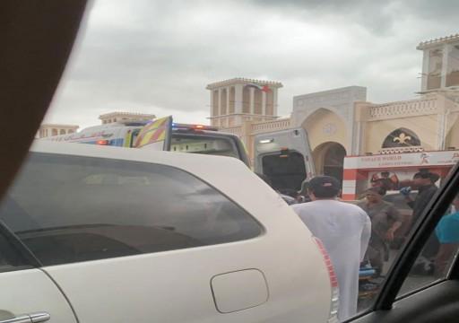 إصابة 6 أشخاص تعرضوا لحادث سقوط باراشوت في خورفكان