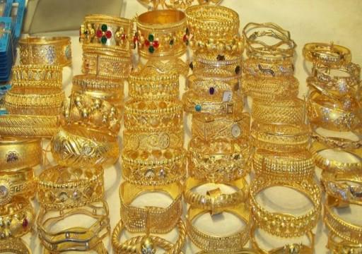 الذهب يتراجع بفعل ضغط الضبابية التجارية على اليوان