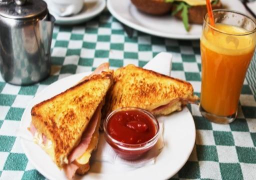 تعرف على أربعة أخطاء ترتكبها في فطور الصباح وتجعلك سمينا