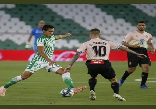 بيتيس يتغلب على إسبانيول ويحقق فوزه الأول في الدوري الإسباني