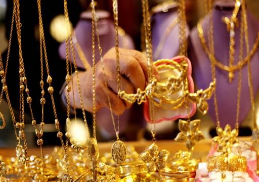 الذهب يصعد 1% صوب أفضل أسبوع في 8 سنوات مع تنامي مخاطر الفيروس