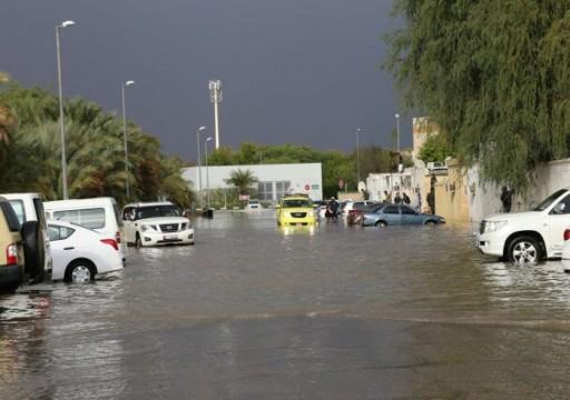 أمطار غزيرة ورياح شديدة في مناطق متفرقة من العين