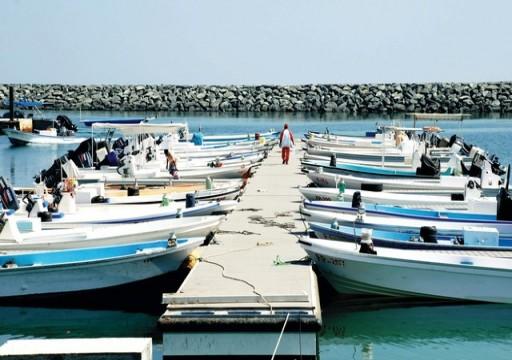 تحطم قوارب الصيادين في كلباء بسبب الإعصار كيار وتأثر الأسعار