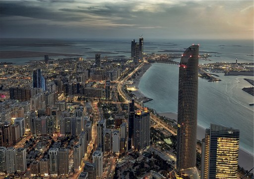 حظر التنقل من وإلى إمارة أبوظبي وبين مدنها بدءاً من الثلاثاء