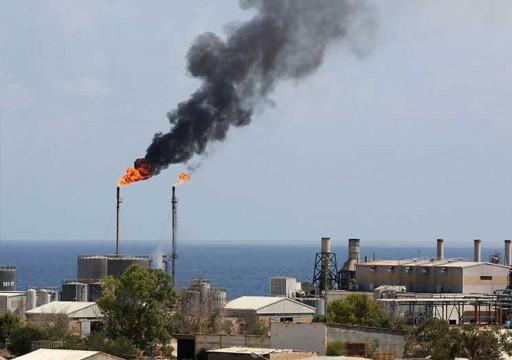 النفط يهبط 2% وسط مخاوف من تباطؤ الاقتصاد العالمي