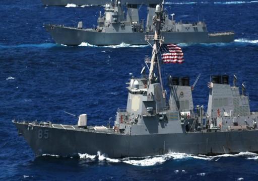 الجيش الأمريكي يحذر المقتربين من سفنه الحربية في مياه الخليج