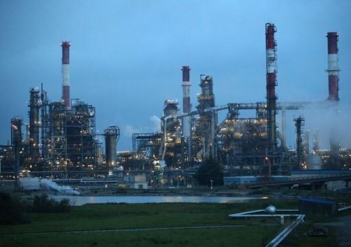 النفط يبلغ ذروة 3 أشهر لتدني المخزون الأمريكي وتقدم التجارة