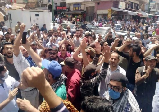سوريا.. مظاهرات لليوم الثالث في السويداء تهتف برحيل الأسد احتجاجا على انهيار الليرة
