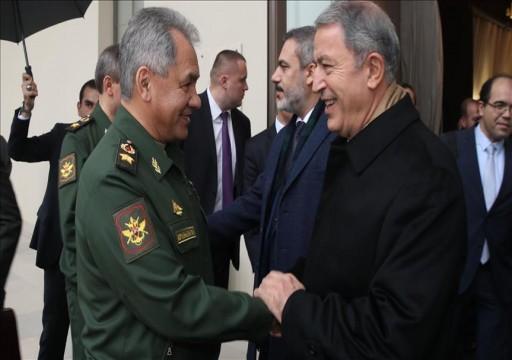 وزيرا الدفاع الروسي والتركي يبحثان سبل تحقيق الاستقرار في إدلب