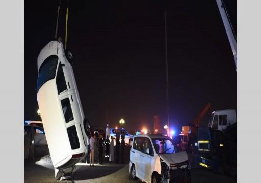 الشارقة.. انتشال مركبتين تعرضتا للغرق ببحيرة الخان ووفاة أحد السائقين