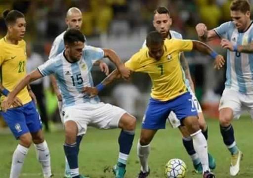 عشاق كرة القدم يترقبون صدام البرازيل والأرجنتين في نصف كوبا أمريكا