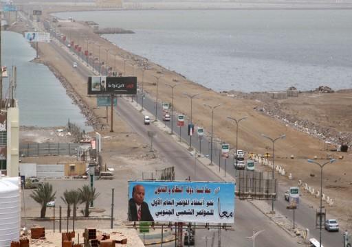 لجنة سعودية إماراتية تصل عدن بانتظار انسحاب قوات الانتقالي الجنوبي