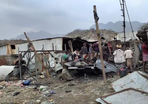 السعودية والحوثيون يتبادلان الاتهام بشأن قصف سوق شعبية بصعدة