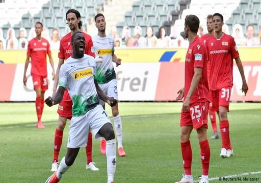دورتموند يتشبث بآمال لقب الدوري الألماني