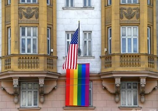 بوتين يسخر من رفع علم المثليين على مبنى السفارة الأمريكية