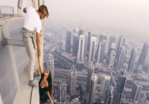 سيلفي يودي بحياة فتاة من الطابق الـ17 في دبي