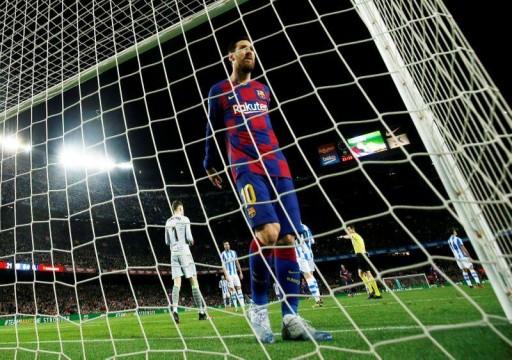 ميسي وحكم الفيديو يقودان برشلونة للفوز على سوسيداد