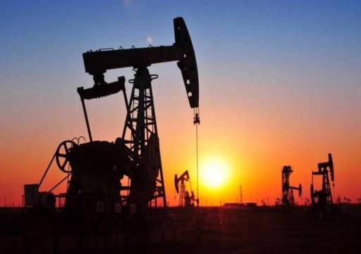 أسعار النفط تصعد فوق 7 بالمئة وسط توقعات بتحفيز اقتصادي