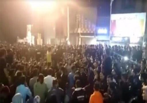 احتجاجات في عدة مدن إيرانية منددة برفع أسعار الوقود