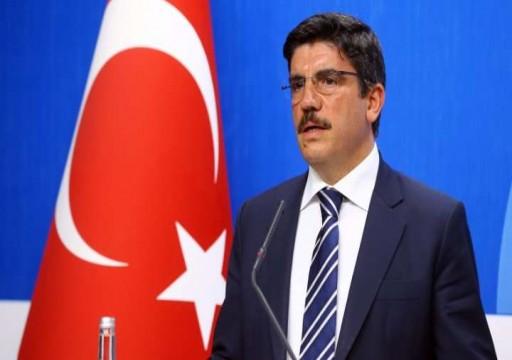 مستشار أردوغان يتهم أبوظبي بتحريض السيسي ويكشف شكل المواجهة مع الجيش المصري في ليبيا