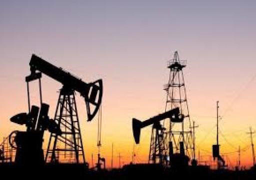 أسعار النفط تصعد مع ارتفاع مخزونات الخام الأمريكية أقل من المتوقع