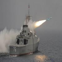 إيران تعلن تزويد سفينة حربية بمنظومة دفاعية جديدة