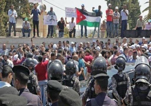 الأزمة تتصاعد.. اعتقالات جديدة في صفوف معلمي الأردن
