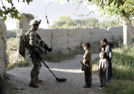 وهم في طريقهم إلى المدرسة.. مقتل تسعة أطفال إثر انفجار لغم بأفغانستان