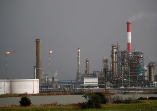 خسارة أسبوعية لأسعار النفط بفعل مخاوف موجة جديدة من الفيروس