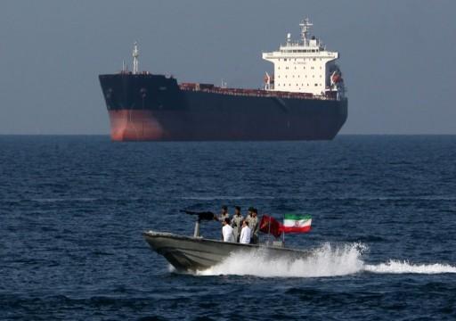 إيران تحتجز ناقلة نفط أجنبية في الخليج وتعتقل 12 من طاقمها